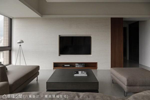 开放式空间里大地色系成了最自然彩度,木化石纹理铺排、勾勒着朴质品味。