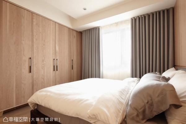 落地窗帘能有效阻隔光源,形塑沉稳宁静的睡眠环境。