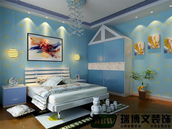 还是儿童房还是以温馨,开心为主要的设计风格,没有过的的修饰,卧室还是选择了木地板