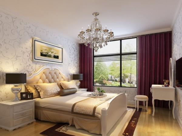 时尚的欧式吊顶,搭配上白色的家具,浪漫而温馨。