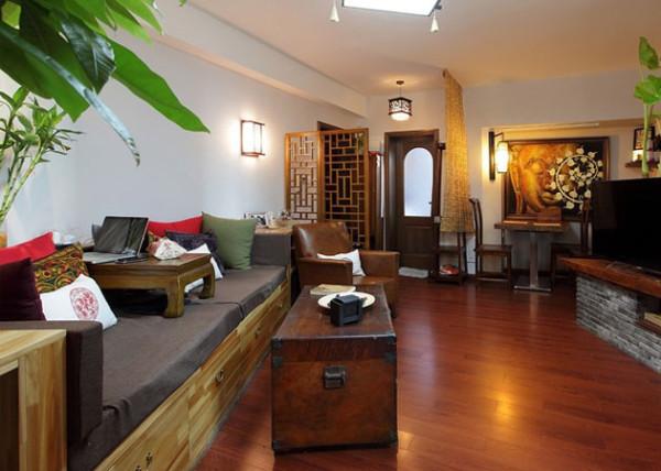 地板、皮质沙发、木质家具无不依此原则挑选,显得宁和、庄重。