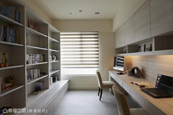 因应夫妻的阅读习惯,书房规划大书柜收藏两人的书籍,更细心地把层板更改为铝材,加强系统柜的承重力。