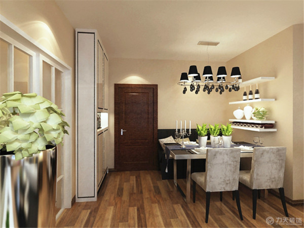 该设计亮点实在沙发背景墙里面设计了一面绿植墙,既能美化空间,又能净化空气。餐厅餐桌背景墙放置横条板。