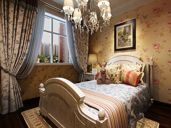 卧室整体温馨舒适,床头背景以壁纸挂画的形式,配以浅色的家具加上大窗充足的采光使床头增加活力。