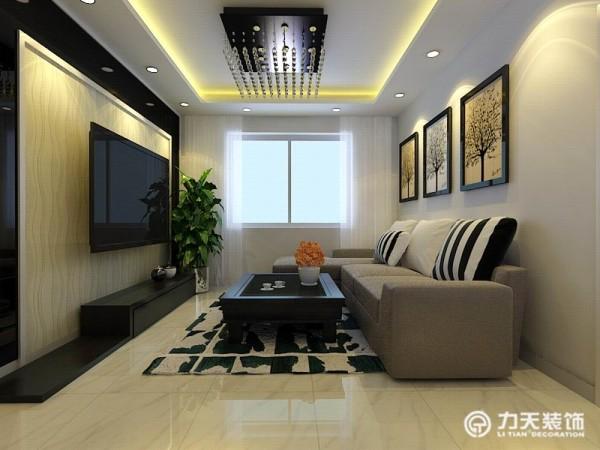 在功能方面,客厅是主人品位的象征,因此电视背景墙采用黑色烤漆玻璃包边,内里铺贴了曲线形壁纸,简约时尚,沙发背景墙没做为了不使风格杂乱,只挂了三张简约笔画,充满时尚气息