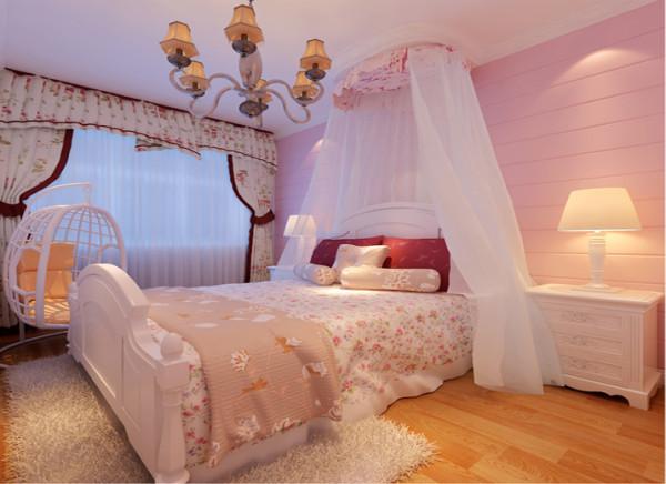 整个空间以粉色为主不失浪漫,而是别有一番韵味。床头运用白色纱幔,使得整个卧室看起来温馨浪漫。