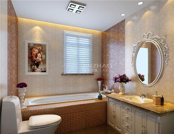 马赛克的浴缸墙面处理,防滑又美观,精美的镜框处理以及不同花纹的墙面处理,卫生间的设计业十分精美。