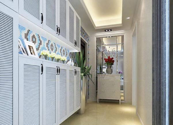 空间的合理规划与利用。由于客户的进门的过道特别长,而且进门没有鞋柜。在这个设计中给客户做了一个玄关柜,鞋柜的设计更是利用了进门的墙体,把鞋柜镶嵌在墙上,下方做有反光灯槽,这样让鞋柜的感觉没有那么压抑。