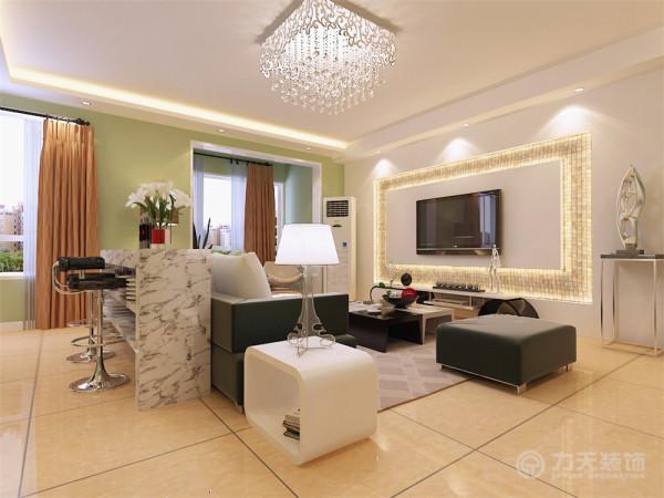 客厅空间讲究精巧丰富,小清新的绿色墙面让整个空间更加丰富多彩。客厅地面通铺800*800的米黄色地砖,电视背景墙采用石膏板与贝壳马赛克的造型,通透灵动,相互辉映,使空间很简洁、大方,富有节奏韵律。