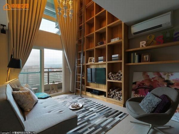 穿透式的阳台女儿墙,使客厅保有得以眺望远山市景的优势视野。