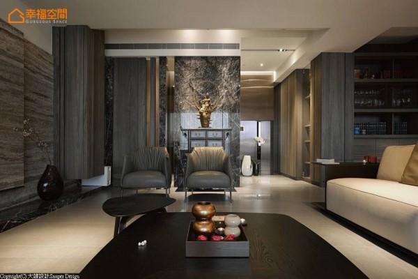 选择以梧桐木皮染深,处理出新世代禅风的机能所需;转入厅区则是带入石材的低敛本质,构置风格明确的画面端景。