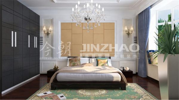 【设计说明】:主卧处业主保留了以前的现代家具,新房装修的床头背景设计了硬包与家具交相呼应。