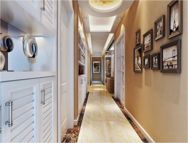 入户地面拼花配合立面米黄色调及照片墙相得益彰。 鞋柜分割为上下两个部分,增加适用性。