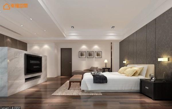 以开放自在的大器尺度规划主卧空间,自然纹理的石材电视矮墙,于空间中将机能划分为更衣收纳及卧眠区。 (此为3D合成示意图)