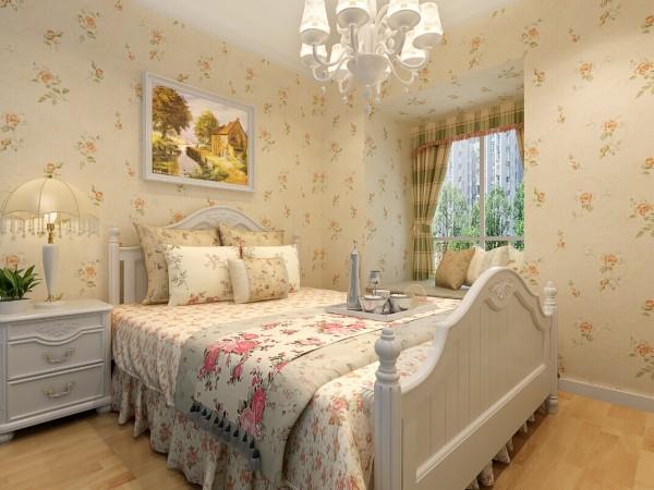 卧室整屋采用小碎花的壁纸作为装饰,配上小碎花的床上四件套,温馨的氛围扑鼻而来。