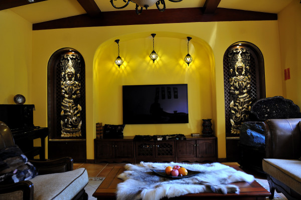温馨提示:以真实装修的房屋作为样板房的展示,均为实景图;本地客户可到实地参观样板房。这套别墅里的所有软装饰品都是XY的装饰产品。
