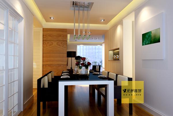 餐厅:餐厅和厨房的门变为玻璃门,单扇开,通透的厨房显得更宽敞。