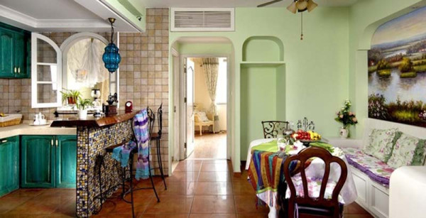 餐厅的沙发也是以收纳柜+垫子组成,无处不在的隐形收纳工具,释放出更多空间,可以安排更多样的使用功能。