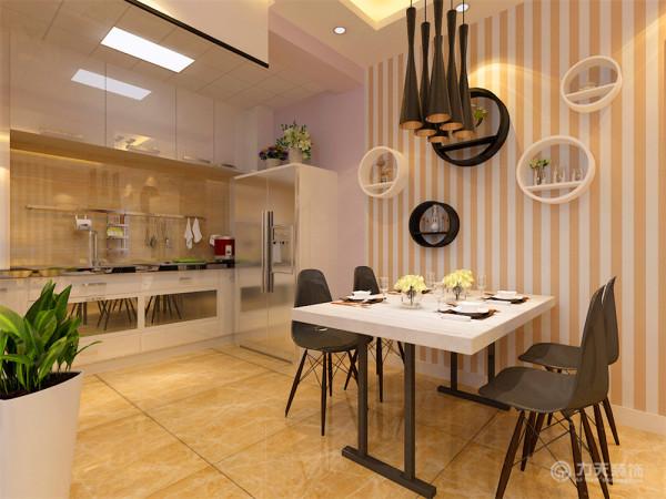 餐厅的背景通过壁纸与挡板装饰的表现形式,通过厨房门的表现。增加餐厅的品味提升