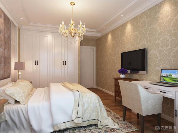 室内家具的搭配都为比较简洁的款式,与硬装的整体简洁相适应。室内的储藏收纳空间都设计为内嵌的形式使空间显得整体简洁,硬装与家具中的精致细节与整体的简洁大气形成对比,含蓄又不简单