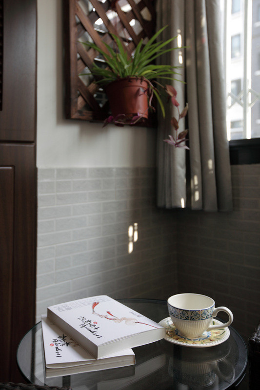 大露台采取防腐木铺设搭配户外藤制家具配上一本好书一杯好茶安逸的生活其实就在这里。