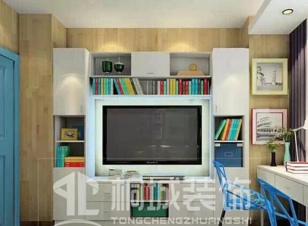 如果书房里也需要一台电视,那么可以把书柜设计成回字形。