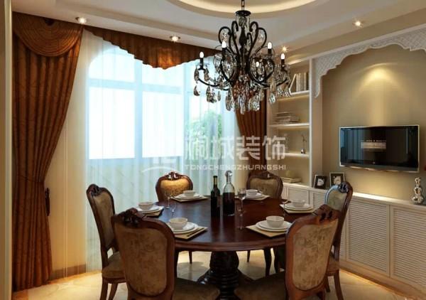 一楼餐厅 结合了客厅的造型采用传统中式餐桌一切显得那么自然。