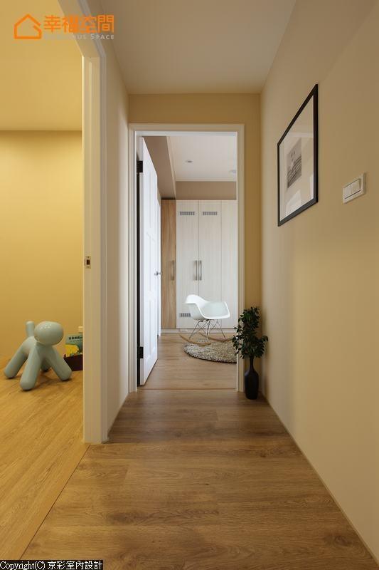 透过垂直水平的肌理变化,区别出廊道与私领域的地界分野。