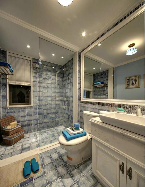 一个科学合理、舒适方便的卫生间应该是美观、简洁的,视觉上的明亮、干净尤为重要,良好的色彩环境可以调节人们的情绪,所以蓝色的瓷砖刚好满足了这些特点。地中海风格的瓷砖中能给人一种沉醉在大海的感觉。