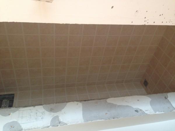 厨房墙地砖铺贴,阴阳角都是直线
