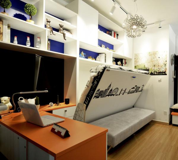 重点登场!!!!把沙发后面的背景墙拉下来,就是一张完整的床!而且,床垫、靠枕是一体的,不用使用一次铺一次这么繁琐!节省了很多不必要浪费的时间!理性化的设计,就是我们对客户最好的服务!