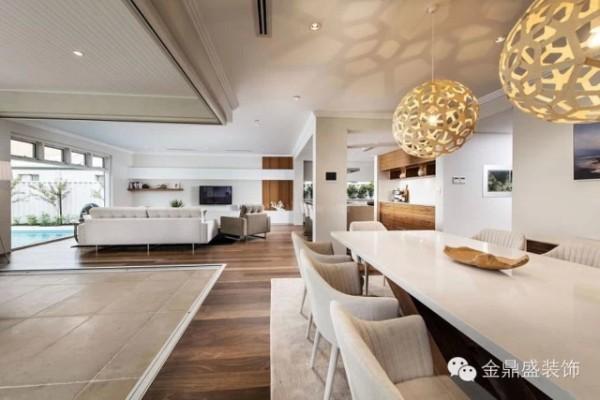 【别墅餐厅装修效果图】餐厅与客厅之间没有设置明确的阻隔,带来更宽敞的空间感。现代简约的风格,也兼顾了细节上的质感,布艺餐椅舒适度与设计感兼备,有种大方的美。