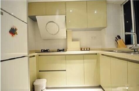 厨房采用整体橱柜干净整洁