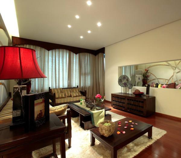 客厅在设计师没有太多的其他装饰,主要还是依照简约的风格为主!