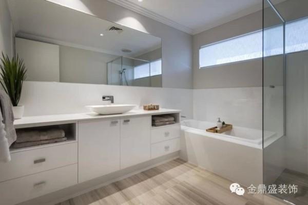 【别墅浴室装修效果图】镜子的设计十分有门道,可以起到拓宽整个空间的作用。现代简约的巧妙之处也在于此,简单的设计就能带来面貌一新的感觉,让人叹服。