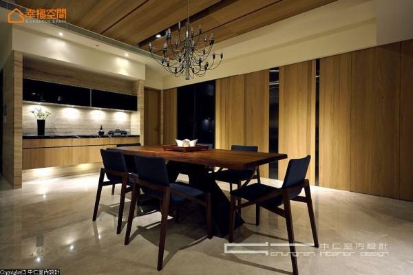 等待逾半年的大理石材,于全室地坪精致对纹,灰阶色调铺排出饭店级质感与内敛。