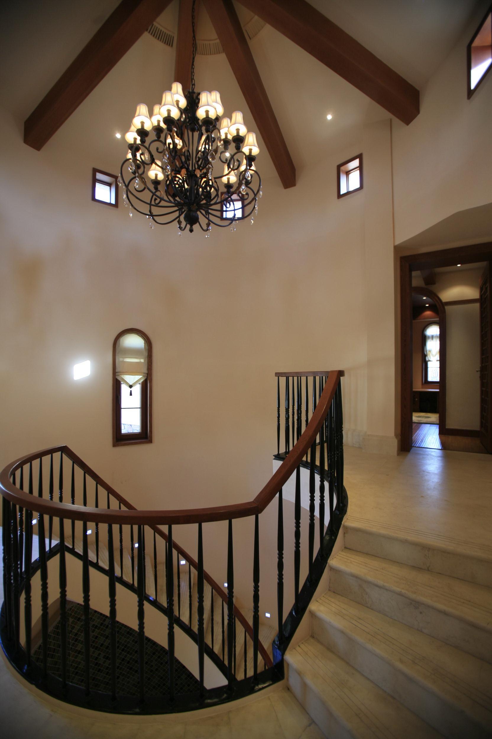 0 楼梯装修效果图 标签:                别墅           客厅