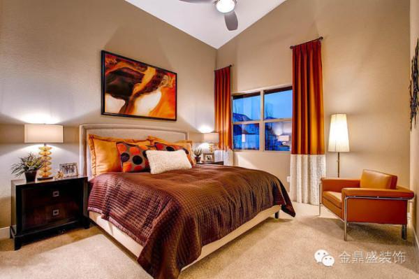 暖暖的窗帘,暖暖的床,暖暖的挂画,还有暖暖的光,这是暖暖的卧室。
