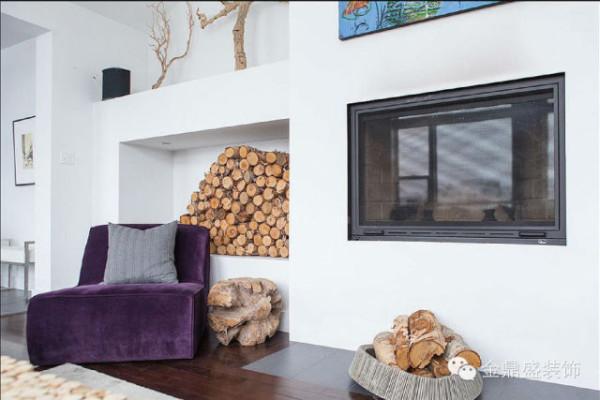用原木设计一个造型奇特的边几,粗野豪放,与堆放整齐的柴火相呼应。