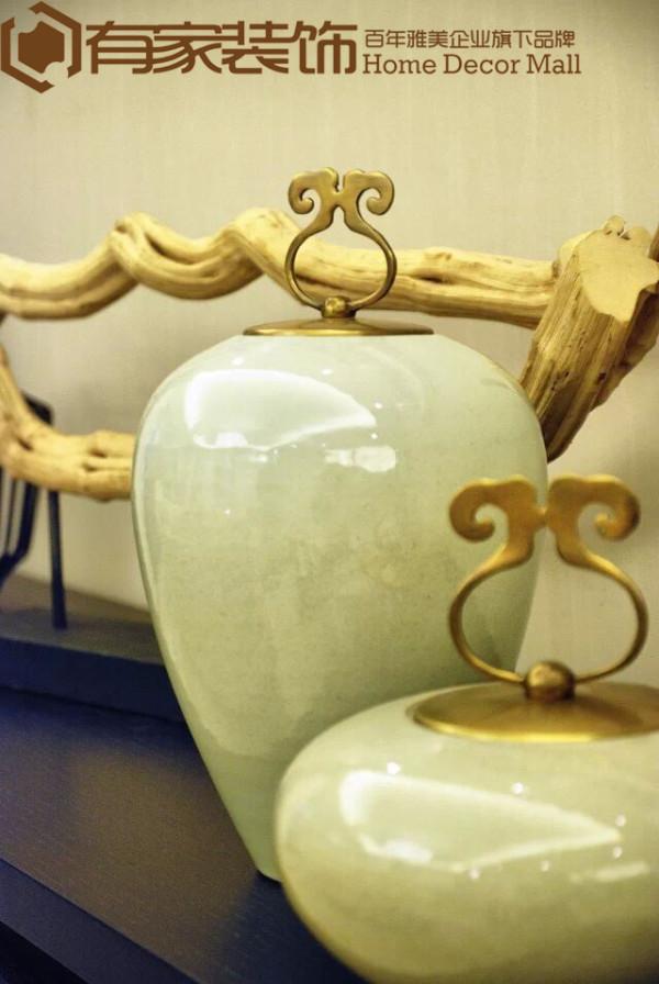 具有禅意的陶罐,平静的釉色,装置茶叶。