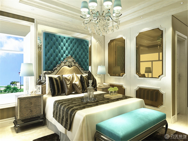 卧室床头背景墙也是跟电视背景墙做的呼应,唯一不同的是边境没有印花,中间做的是软包。墙边是用石膏线做成的,为了让整体感觉和谐也采用白蓝色构成,给人一种温馨大气的感觉。