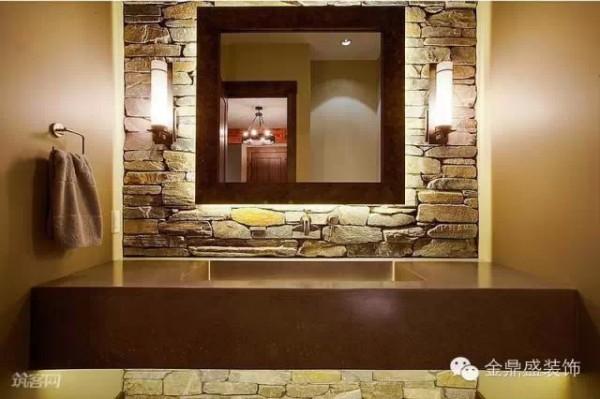 洗手盆区域的墙面也选用天然石块铺贴,增强视觉体验。墙面的金属毛巾架,增加了卫生间的收纳功能。