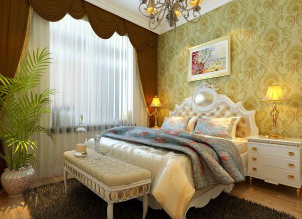设计理念:简单的圆形吊顶,凸显出大空间的氛围,暖色富丽的背景墙纸配上欧式镶金的床品,加以铜色的吊灯,营造浪漫、低调、奢华的生活。