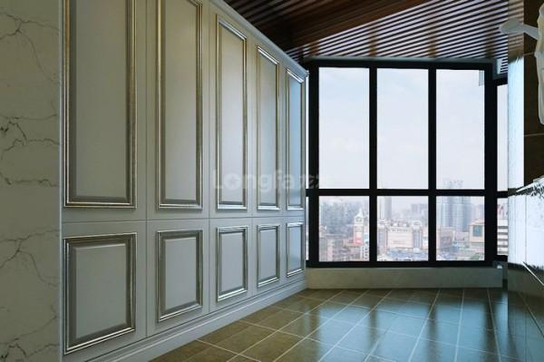 阳台呈不规则形,棱角比较多,在不破坏难道大落地观景阳台的优越性前提下,合理设置一储物柜,增大业主储物空间。为方便业主,在阳台洗衣机旁,增设洗衣池,已经拖把池。