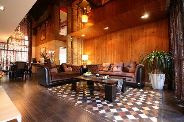 客厅:连排吊灯,欧式沙发,成熟稳重,配上绿植的空间得复古的色彩