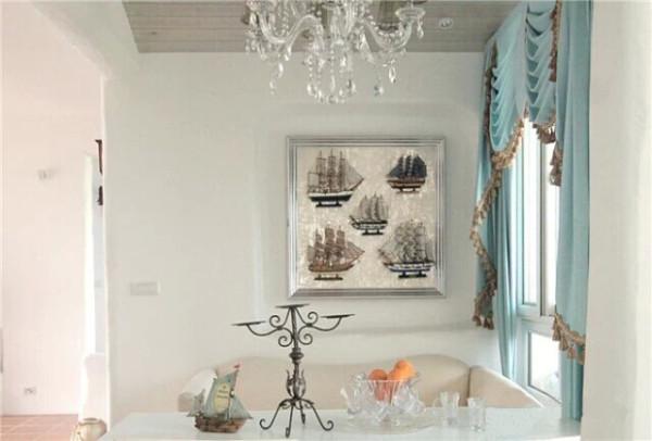 小餐桌、水晶灯、装饰画