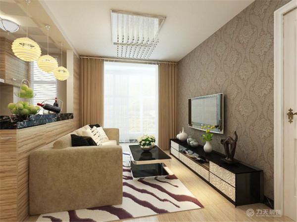 电视柜与茶几形成了鲜明的对比,电视背景墙贴了深色的壁纸,沙发没有背景墙,沙发后面就是吧台