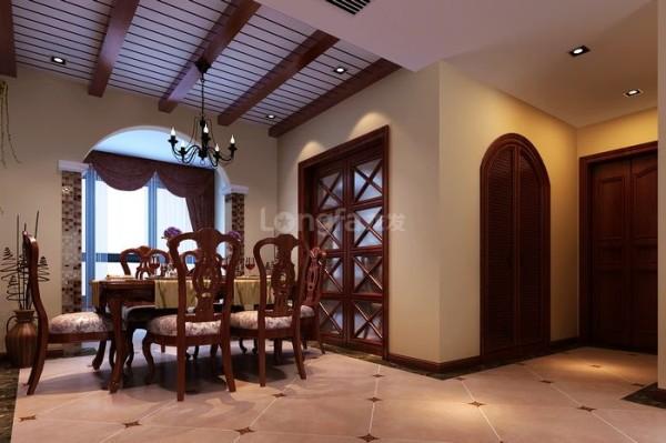 餐厅配以4人餐桌,旁边配制了内嵌餐边柜,在主卧可拆改的墙体做内嵌式的餐边柜。把原有客房改造成书房,书房相对对空间面积要求不是过大,将客卧一部分做书房,留出一部分做餐厅