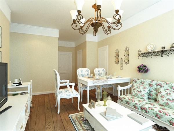 餐桌依然沿用白色,餐椅也与运用花色布艺,让整体有统一感。