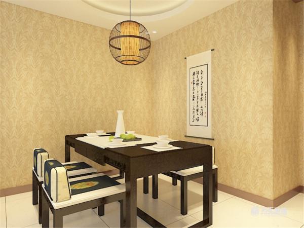 """吊顶上,在餐厅和卧室的部分是采用的圆形的吊顶,与中国传统文化的""""天圆地方""""相符合。"""